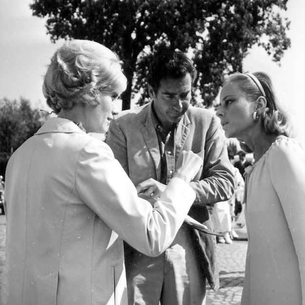 Eva Marie Saint talking to Geneviève Page and John Frankenheimer at Monza