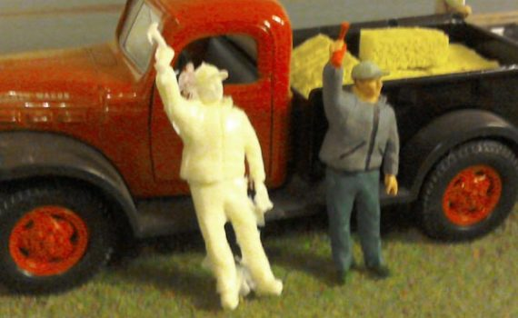 1/32 scale spectator with air horn